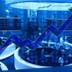 Ein Pfeil stellt deb Verlauf eines Börsenkurs nach. Im Hintergrund eine Börse.