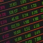 Aktienkurse auf einem Bildschirm.