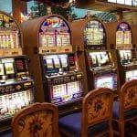 Einarmige Banditen in einem Casino.