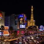 Die Glücksspielmetropole Las Vegas bei Nacht.