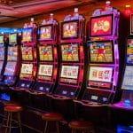 Spielautomaten im Casino.