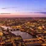London bei Nacht und aus der Luft.