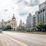 Straße in der spanischen Stadt Madrid.