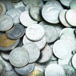 Eine Menge von Münzen.
