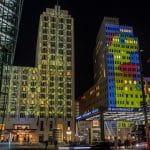Potsdamer Platz in Berlin bei Nacht.