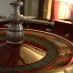 Roulette-Spieltisch in einem Casino.