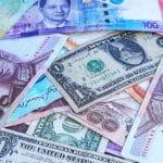 Banknoten verschiedener Währungen.