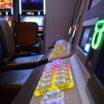 Spielautomaten in einem Casino.