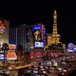 Die Straßen von Las Vegas bei Nacht.