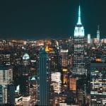 New York in der Nacht.