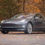 Tesla Modell 3 Fahrzeug.